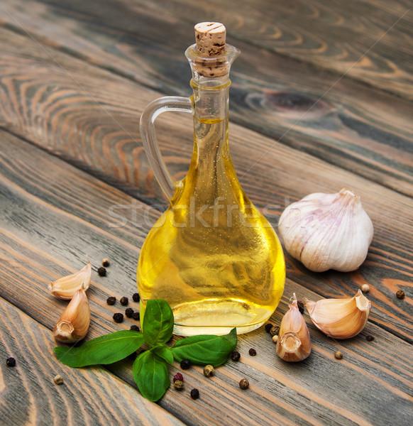 Olio d'oliva fresche basilico aglio vecchio legno Foto d'archivio © Es75