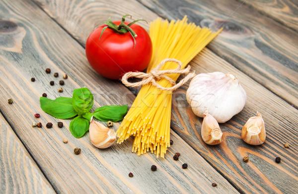 Makarna malzemeler spagetti domates İtalyan ahşap Stok fotoğraf © Es75