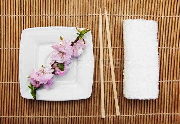 Plaka Çin yemek çubukları sakura şube havlu bambu Stok fotoğraf © Es75