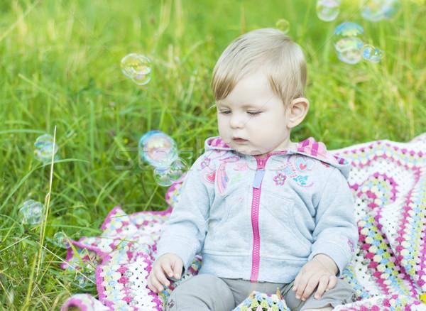 Soprar bubbles bonitinho menina parque crianças Foto stock © Es75