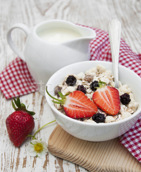 Tahıl müsli çilek sağlıklı kahvaltı gıda Stok fotoğraf © Es75