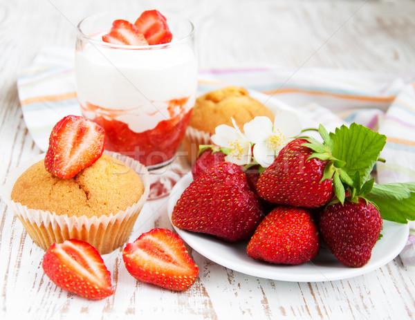 Fraise yaourt verre fraîches fraises été Photo stock © Es75