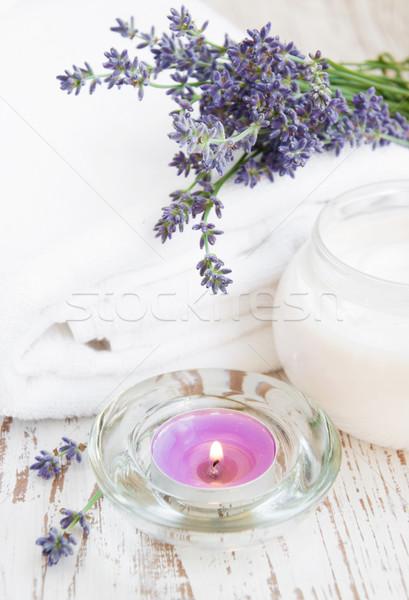 Crema lavanda contenitore cosmetici fiori Foto d'archivio © Es75