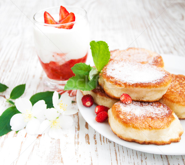 Fresche fragole yogurt ramo Foto d'archivio © Es75