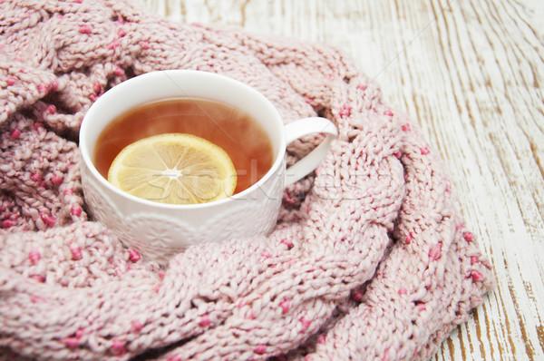 Kubek hot herbaty cytryny szalik zimą Zdjęcia stock © Es75