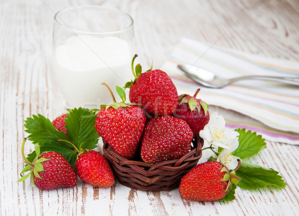 Strawberry  and yogurt Stock photo © Es75