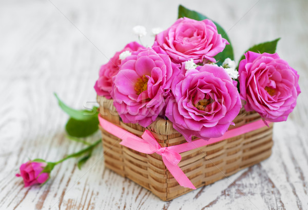 Pembe güller eski beyaz ahşap çiçek Stok fotoğraf © Es75