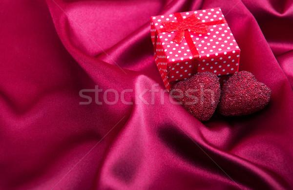 Rojo seda tejido caja de regalo resumen corazones Foto stock © Es75