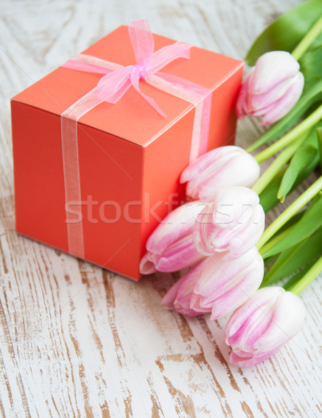 Photo stock: Bouquet · tulipes · coffret · cadeau · table · rose · fleurs