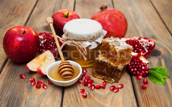 Méz gránátalma almák öreg fából készült étel Stock fotó © Es75