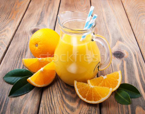 Jarra jugo de naranja frutas mesa de madera hoja frutas Foto stock © Es75