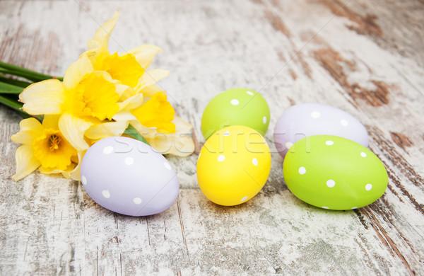 Paskalya yumurtası nergis çiçekler eski ahşap bahar Stok fotoğraf © Es75