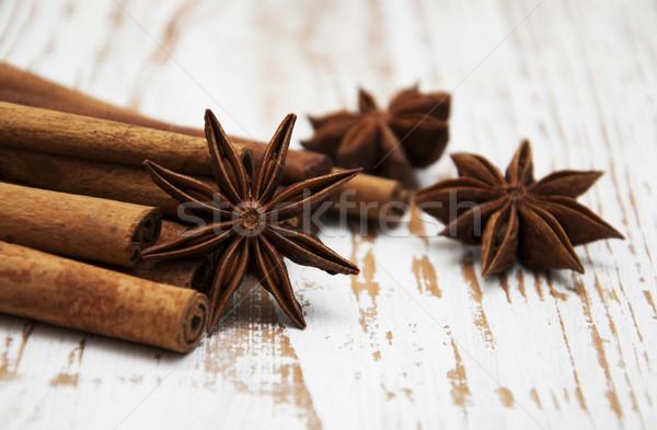 Estrela canela em pau tabela grupo branco Foto stock © Es75
