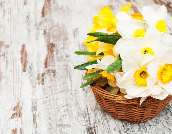 Stockfoto: Mand · narcissen · oude · houten · Pasen · bloem