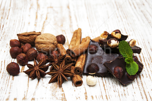 Pure chocola noten specerijen houten voedsel chocolade Stockfoto © Es75
