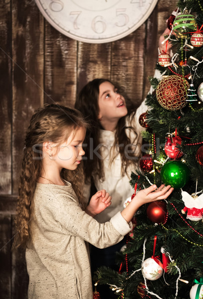 Mutlu kızlar noel ağacı iki güzel kız Stok fotoğraf © Es75