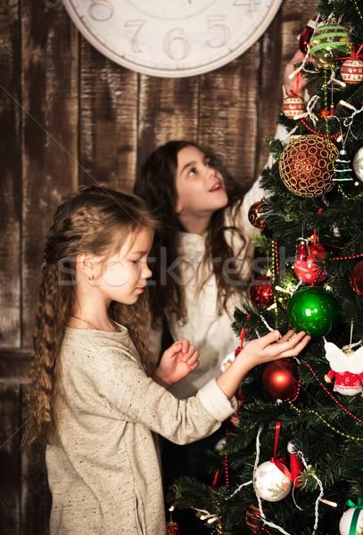 Felice ragazze albero di natale due bella ragazza Foto d'archivio © Es75