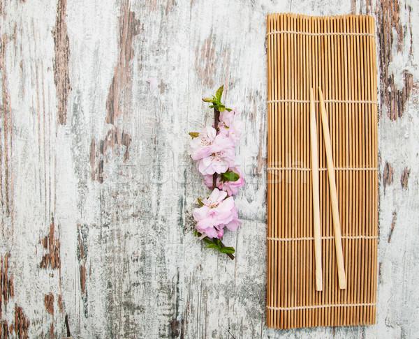 Sakura ramo bambù rosa vecchio tavolo in legno Foto d'archivio © Es75