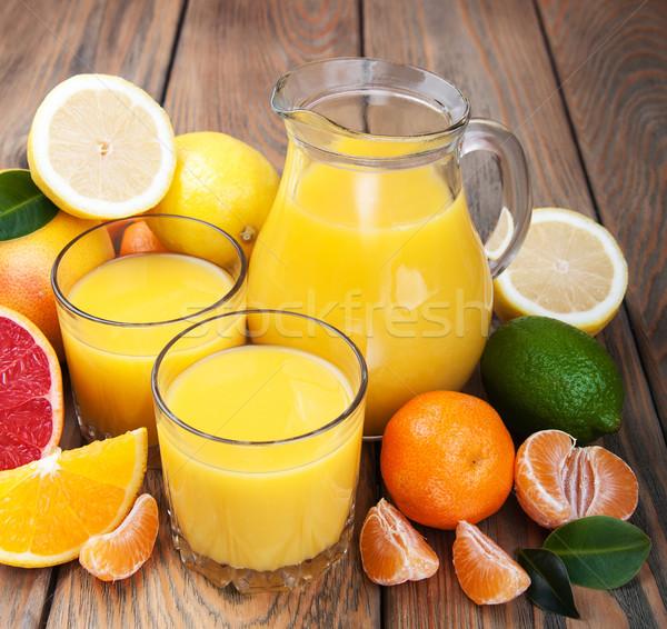 Frescos agrios jugo frutas mesa de madera frutas Foto stock © Es75