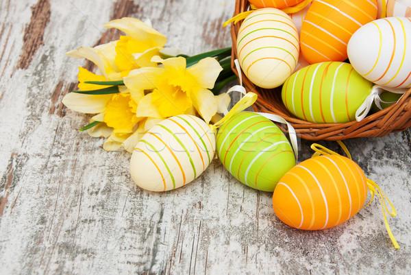 Foto d'archivio: Basket · easter · eggs · giunchiglia · fiori · vecchio · legno