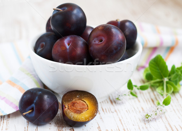 Stock photo: Blue plums in a bowl