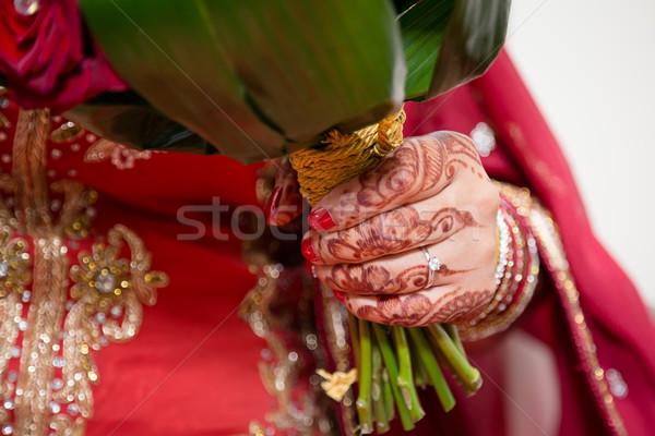 Stock fotó: Menyasszony · tart · virágcsokor · mutat · gyűrű