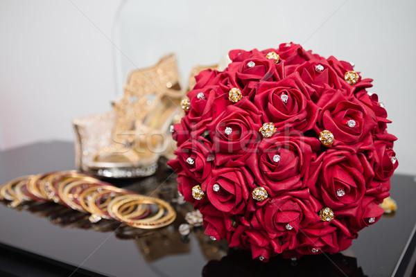 Piros menyasszonyi virágcsokor kirakat Stock fotó © esatphotography