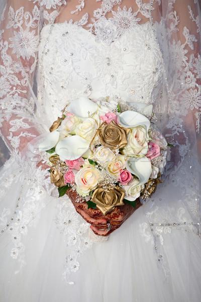 Menyasszony tart virágcsokor virágok Stock fotó © esatphotography