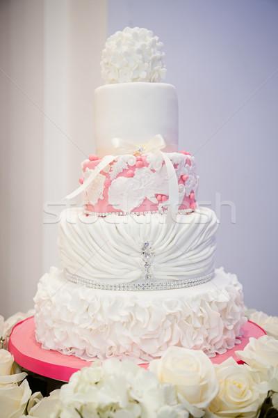 Rózsaszín fehér esküvői torta virágok Stock fotó © esatphotography