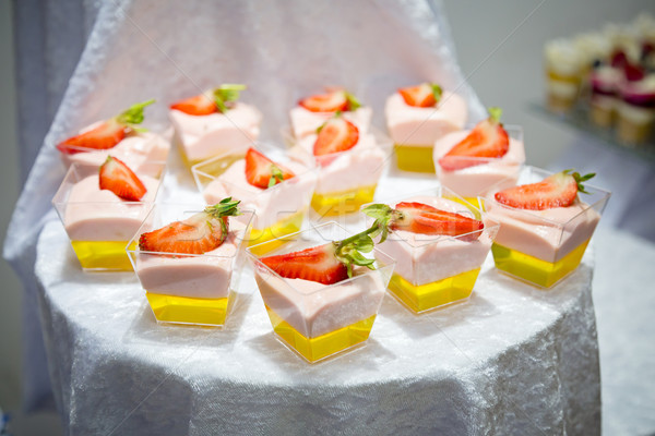 Aardbei dessert romig voedsel Stockfoto © esatphotography