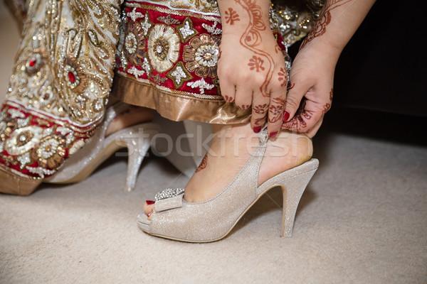 Bruid schoenen handen bruiloft boeg Stockfoto © esatphotography