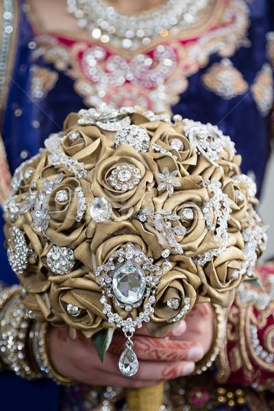Tart arany virágcsokor menyasszony tart menyasszonyi Stock fotó © esatphotography