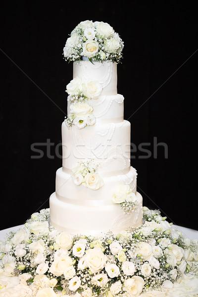 Witte lang bruidstaart Stockfoto © esatphotography