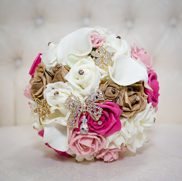 Rózsaszín fehér virágcsokor menyasszonyi virág szeretet Stock fotó © esatphotography