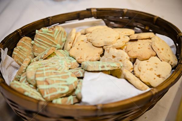Indiai kekszek kosár tele desszert ebéd Stock fotó © esatphotography