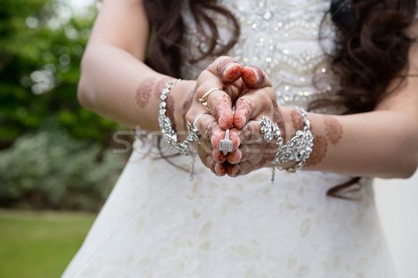 Tonen ring bruid holding handen samen handen Stockfoto © esatphotography