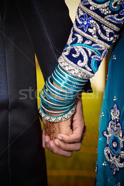 Kéz a kézben esküvő szeretet menyasszony henna vőlegény Stock fotó © esatphotography