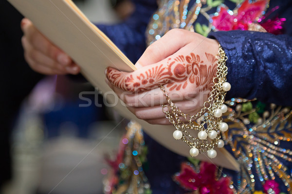 Henna kéz ékszerek tart papír fókusz Stock fotó © esatphotography