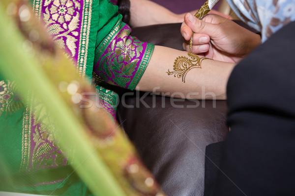 Jelentkezik henna művész lány nő nők Stock fotó © esatphotography