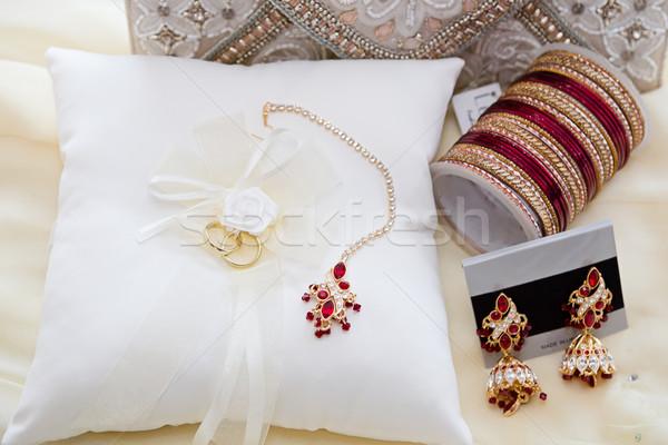 Sieraden bruiden ringen achtergrond Rood Stockfoto © esatphotography