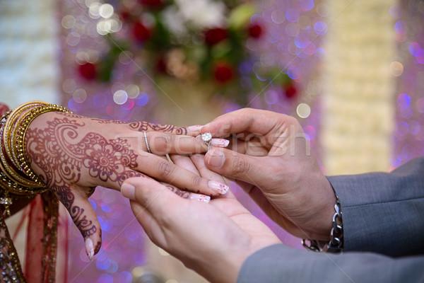 Vőlegény gyűrű menyasszony Stock fotó © esatphotography