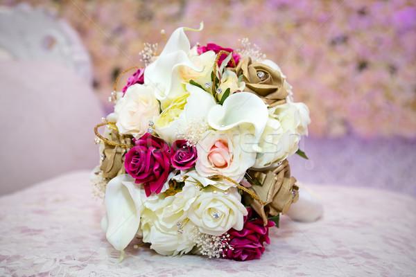 Menyasszonyi virágcsokor nő kéz esküvő boldog Stock fotó © esatphotography