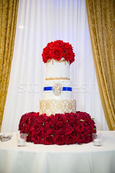 Esküvői torta piros virág szeretet rózsa fehér Stock fotó © esatphotography