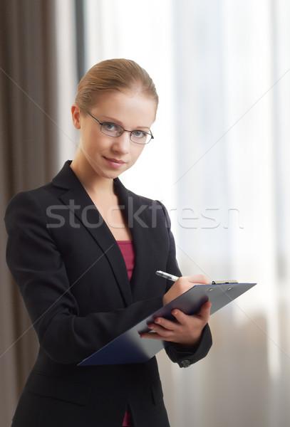 Bella giovani donna d'affari cartella ritratto business Foto d'archivio © evgenyatamanenko