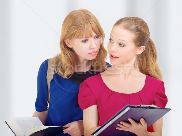 Stockfoto: Twee · aantrekkelijk · vriendinnen · college · studenten · boeken