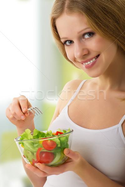 Bella ragazza vegetali vegetariano insalata ritratto ragazza Foto d'archivio © evgenyatamanenko