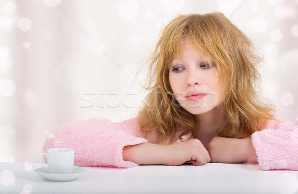 álmos gyönyörű vicces lány kávé csésze Stock fotó © evgenyatamanenko