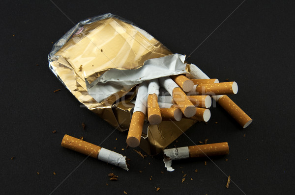 Сток-фото: остановки · курение · сломанной · Pack · сигареты · черный