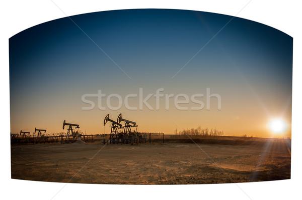 Olajfúró torony csoport olaj naplemente égbolt ipari Stock fotó © EvgenyBashta