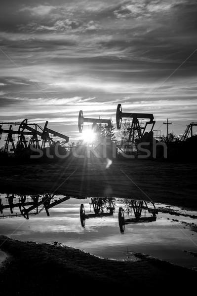Olio pompare tramonto cielo bianco nero energia Foto d'archivio © EvgenyBashta